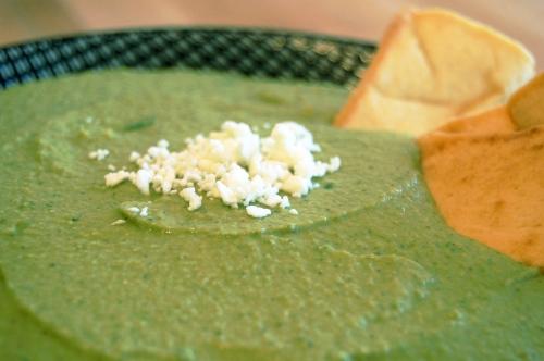 spinach hummus closeup - bonjourHan.com